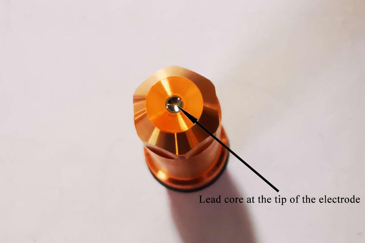 Lead core at the tip of the electrode